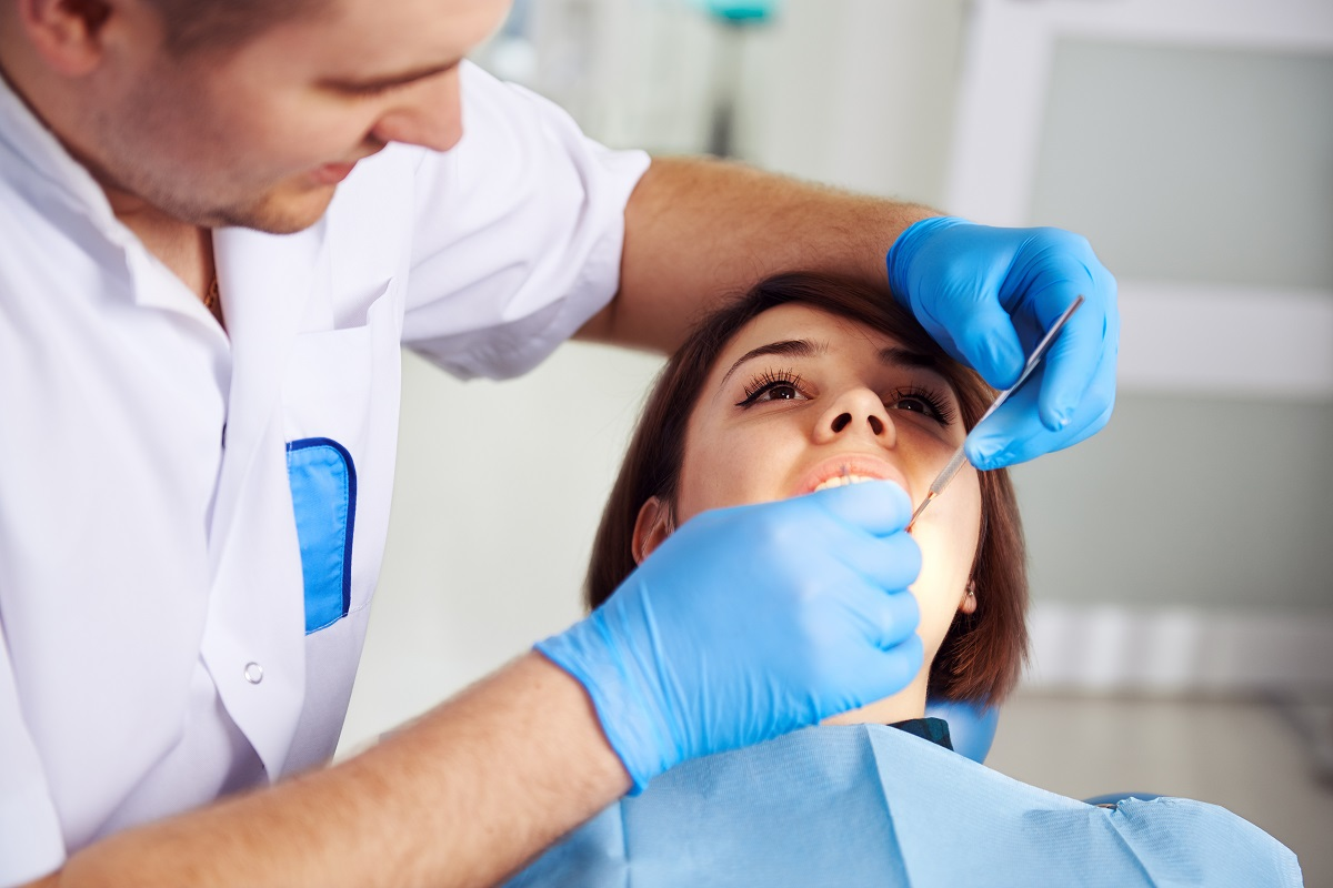 See-A-Newport-Beach-Dentist-If-One-Of-Your-Teeth-Is-Dying