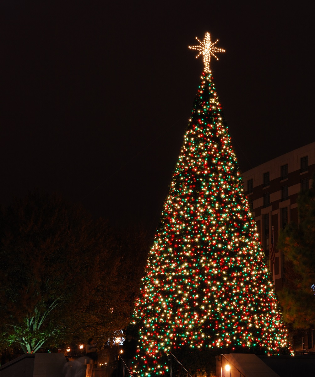 You'll-Have-A-Great-Time-At-These-Tree-Lighting-Ceremonies-Orange-County
