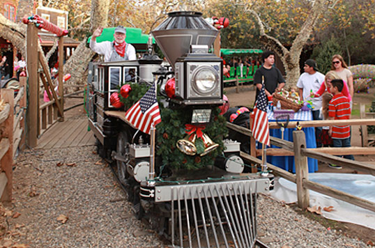 You-Can't-Miss-Orange-County-Events-Like-the-Christmas-Train